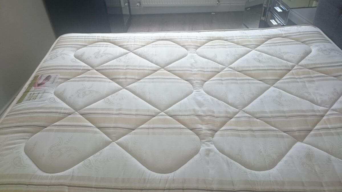mattresses cleaning DA8