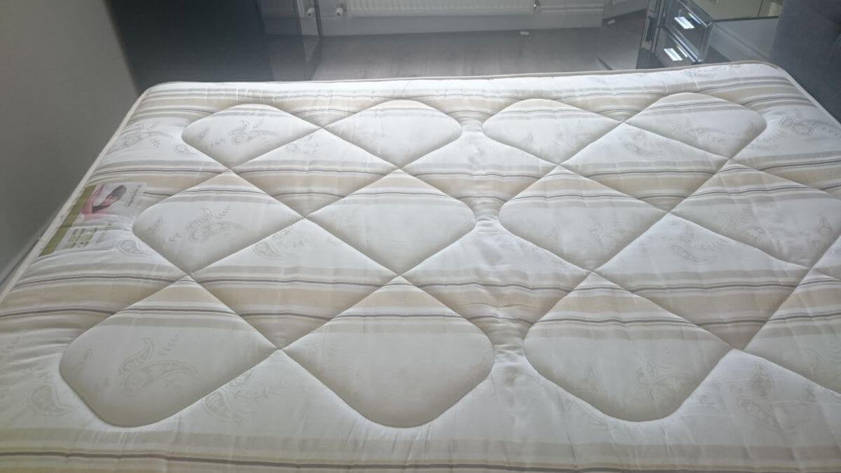 mattresses cleaning DA8